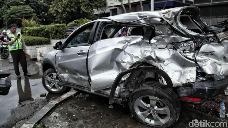Sopir Kopaja yang Seruduk Mobil di Rasuna Said Diamankan Polisi