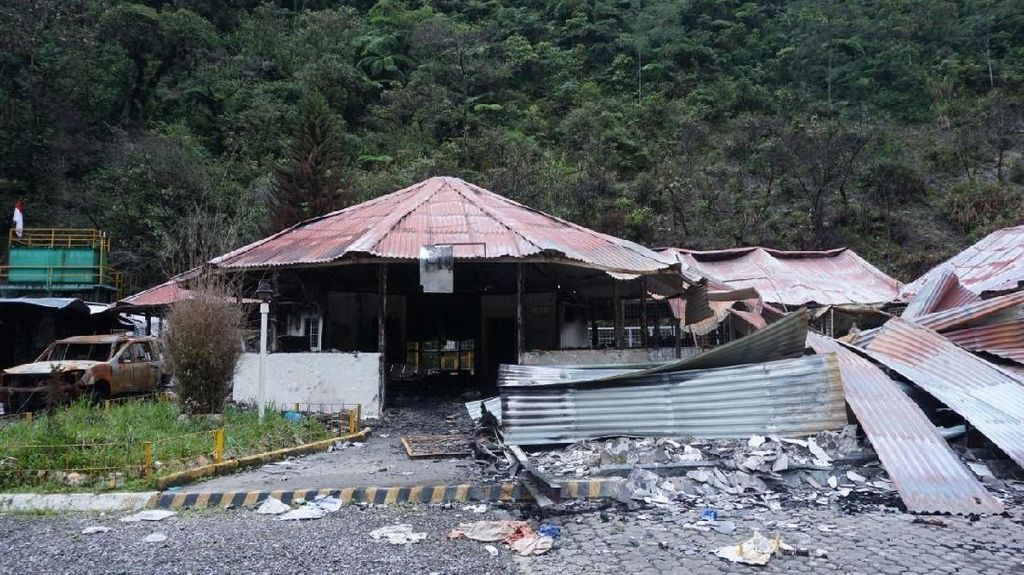 Melihat Sekolah dan RS yang Dibakar Grup Separatis di Mimika