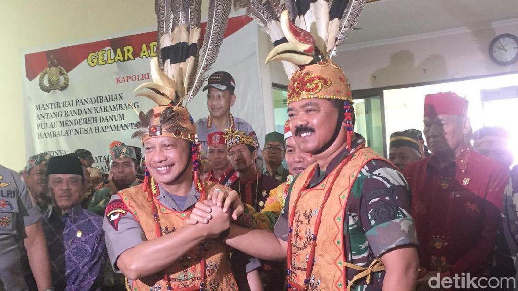 Tiba di Palangka Raya, Panglima TNI dan Kapolri Dapat Gelar Adat