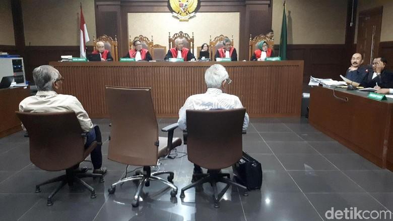 Tok-tok! Hakim Tegur Fredrich Tak Berdebat di Ruang Sidang