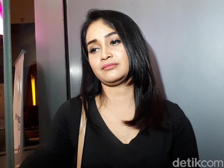 Istri Daus Mini Buka Hijab hingga Minta Cerai untuk Karier?