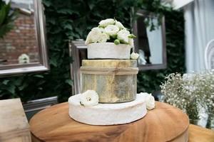 Tumpukan Keju yang Dibuat Mirip Kue Pengantin Kini Sedang Ngetren!