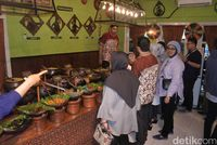 Kuliner Khas Jawa Jadi Pilihan Angga Yanti saat 'Ditraktir Detikcom'