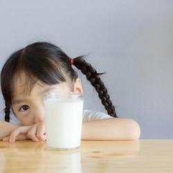 Bunda Perlu Tahu, 4 Hal tentang Konsumsi Susu pada Anak