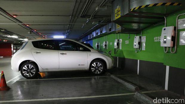 Pengisian baterai mobil listrik