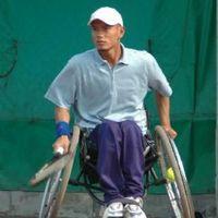 Ridwan saat berlatih tenis di kursi roda.