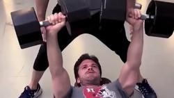 Demam Avengers: Infinity War sedang melanda. Demi peran, para pemainnya pun rajin workout agar tetap bugar. Intip pilihan jagoanmu saat olahraga.)