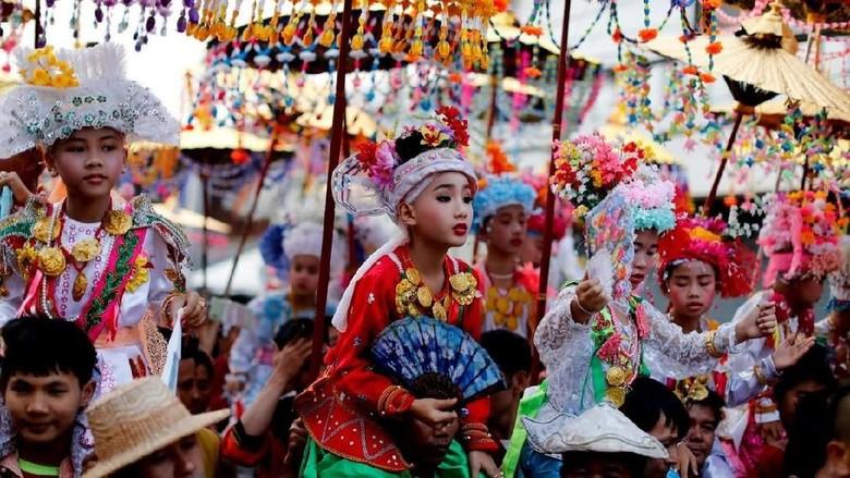 Ritual Pong Sang Long di Thailand (Jorge Silva/Reuters)