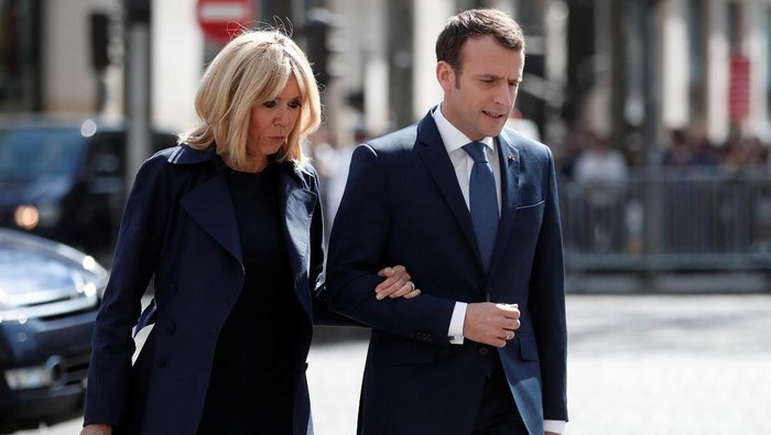French President Emmanuel Macron and his wife Brigitte Macron arrive to attend a ceremony to pay tribute to Xavier Jugele one year after the French police officer was killed during a shooting incident, on the Champs Elysees avenue in Paris, France, April 20, 2018. REUTERS/Benoit Tessier/Pool