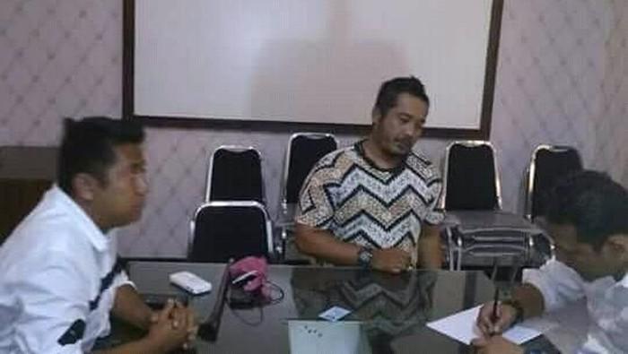 Rendra Hadi Kurniawan diamankan polisi setelah dilaporkan menhina Nabi Muhammad SAW / Foto: Istimewa