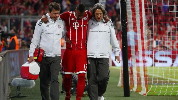 Jerome Boateng menjadi pemain kedua Bayern Munchen yang cedera setelah Arjen Robben pada laga menghadapi Real Madrid di semifinal Liga Champions 2017/2018.