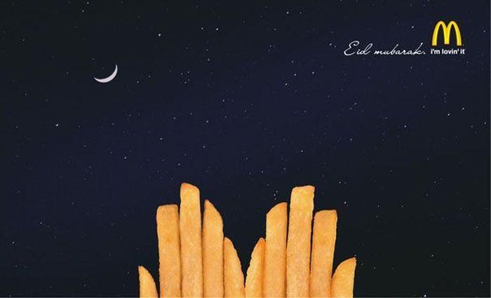 Ini adalah iklan McD versi Idul Fitri lewat susunan kentang goreng seperti bentuk tangan yang sedang ditengadahkan saat salat. Istimewa/Boredpanda.