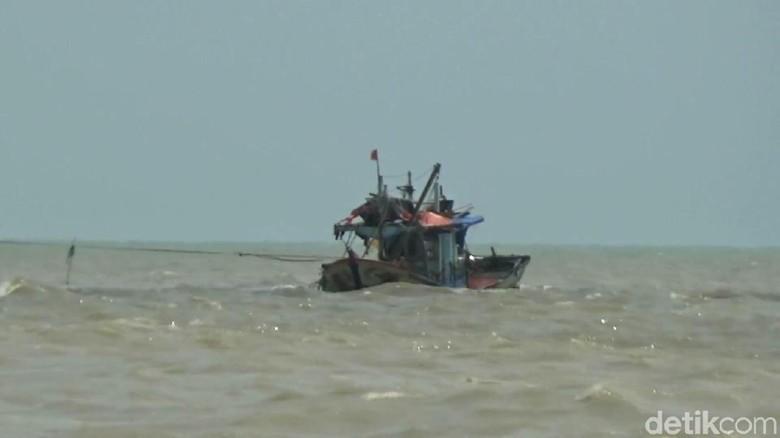 Kapal Dihantam Gelombang, Seorang Nelayan Hilang di Laut Pidie Jaya