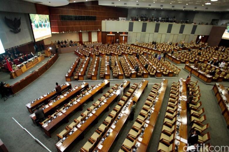 Rapat Paripurna Perpanjangan Sejumlah RUU, 349 Anggota DPR Absen