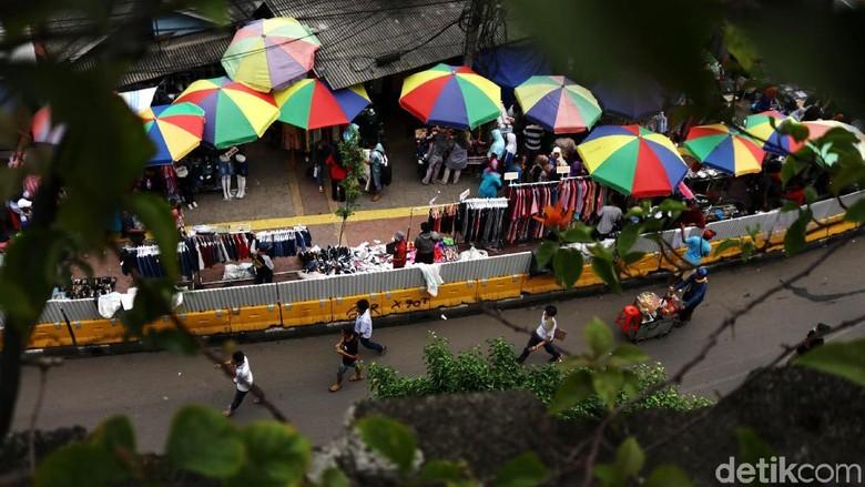 Trotoar Blok F Tanah Abang Dipenuhi PKL, Ini Kata Sandiaga