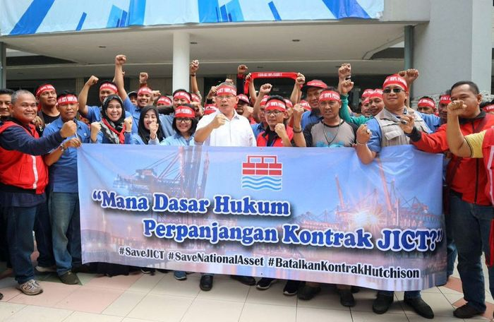 Ratusan pekerja yang tergabung dalam serikat pekerja Jakarta Internasional Container Terminal (JICT) mengeluhkan mengenai menurunnya tingkat kesejahteraan pekerja. Foto: dok. JICT