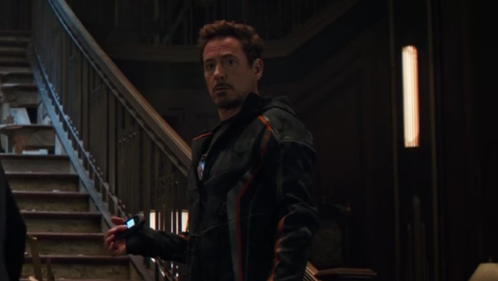 Foto: Iron Man dan flip phone jadul