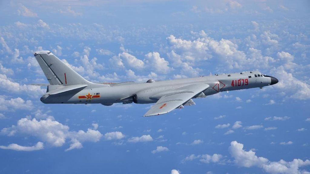 Disebut Latih Pilot untuk Serang AS, China Protes Keras