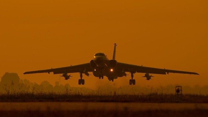 Pesawat pengebom H-6K milik militer China