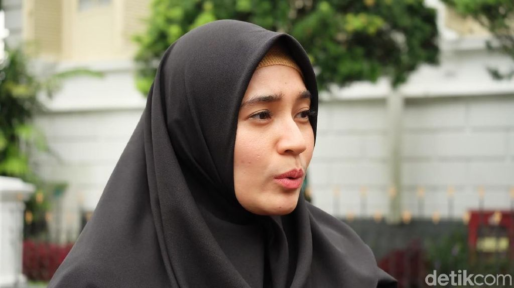 Dhini Aminarti Dkk Bertemu Jokowi, Bahas Fashion Muslim