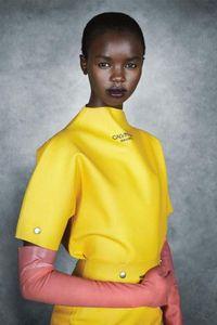 Aksesori Rp 7,4 Juta Calvin Klein Disebut Mirip Sarung Tangan Cuci Piring