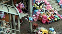 Duh! JPO dan Trotoar Jalan Ditutup Pedagang Boneka