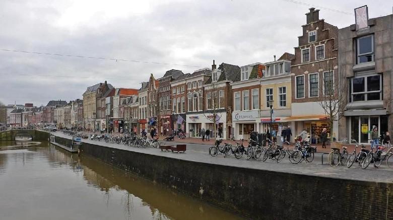 Kota Leeuwarden di Belanda yang punya lebih dari 100 nama (Mike MacEacheran/BBC)