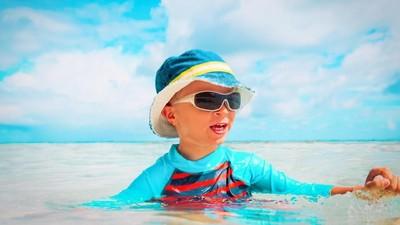 Kasus Ini Bisa Jadi Pelajaran Saat si Kecil Berenang, Bun