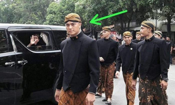 Masih ingat Pasukan Pengaman Presiden (Paspampres) ganteng yang mencuri perhatian saat pernikahan Kahiyang? (Foto: Internet)
