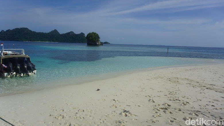 Foto: Pantai pos wayag di Raja Ampat (Shinta/detikTravel)