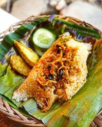 Yuk! Makan Siang Nasi Bakar yang Gurih Hangat di 5 Tempat Ini!