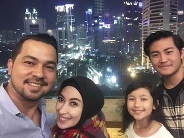 Happy family! (Foto: Instagram @djorghisultan)
