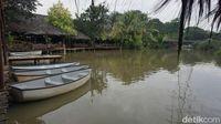 Saung Talaga: Menyantap Udang Peprek dan Karedok yang Gurih Pedas di Tepi Telaga