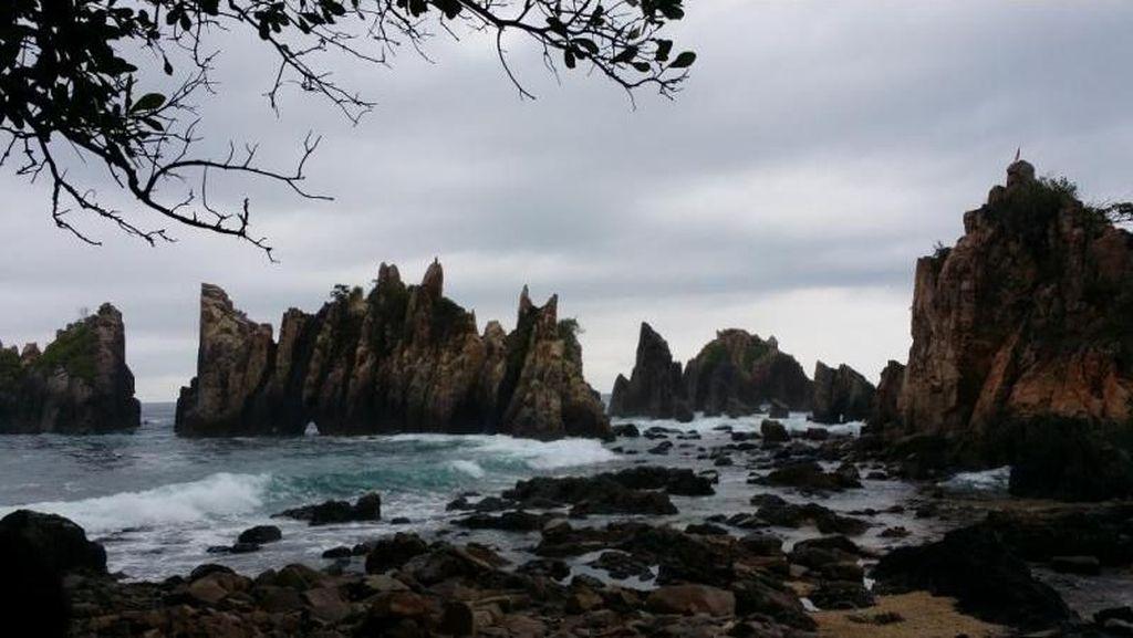 Sudah Tahu Pantai Gigi Hiu di Lampung?
