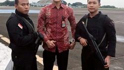 Daniel Darryan sempat mencuri perhatian publik saat pernikahan putri Presiden Jokowi, Kahiyang. Dengan tubuh kekarnya, Pratu Daniel sukses bikin gagal fokus.