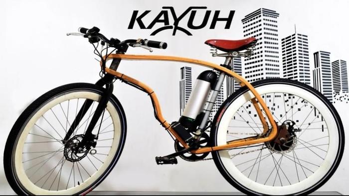 Bikin Sepeda Kayu Dua Pemuda Ini Raup Omzet Rp 200 Juta Bulan