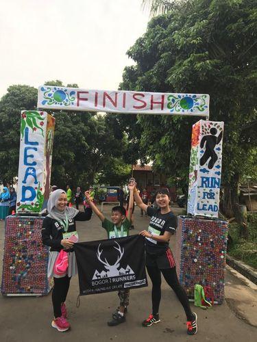 Cara Unik Rayakan Hari Kartini, Lari Bareng Anak-anak Berkebu