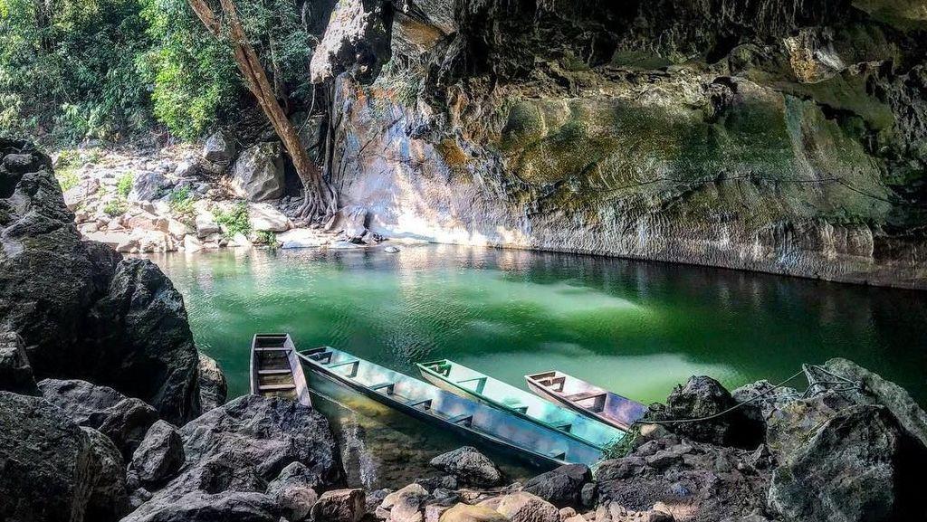 Kegelapan Abadi & Kolam Keramat di Gua Kong Lor