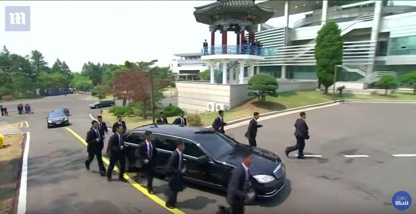 Pengawalan Ketat Mercy Kim Jong Un.