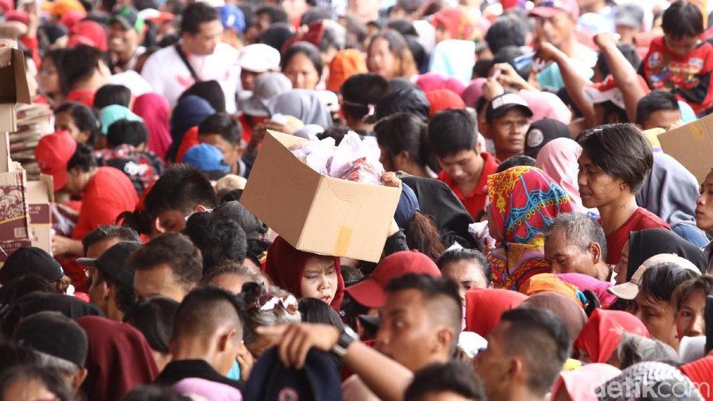 Polisi: Pemprov DKI Sempat Larang Bagi-bagi Sembako di Monas