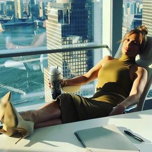 Mengintip Gaya Makan Diva Dunia yang Sexy, Jennifer Lopez