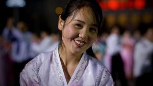 Potret Senyuman Menawan Warga Korea Utara