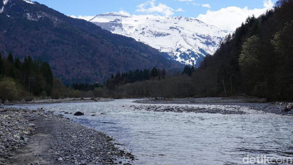 Pegunungan Cantik yang Melintasi 8 Negara Eropa