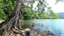 10 Lokasi Wisata di Pulau Bawean buat Traveler yang Ngaku Anak Pantai