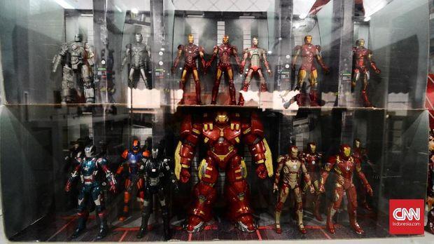 Dedi termasuk penggila action figure karakter Marvel.