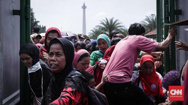 Ricuh di Pesta Rakyat Monas, Pengunjung tak Sadarkan Diri