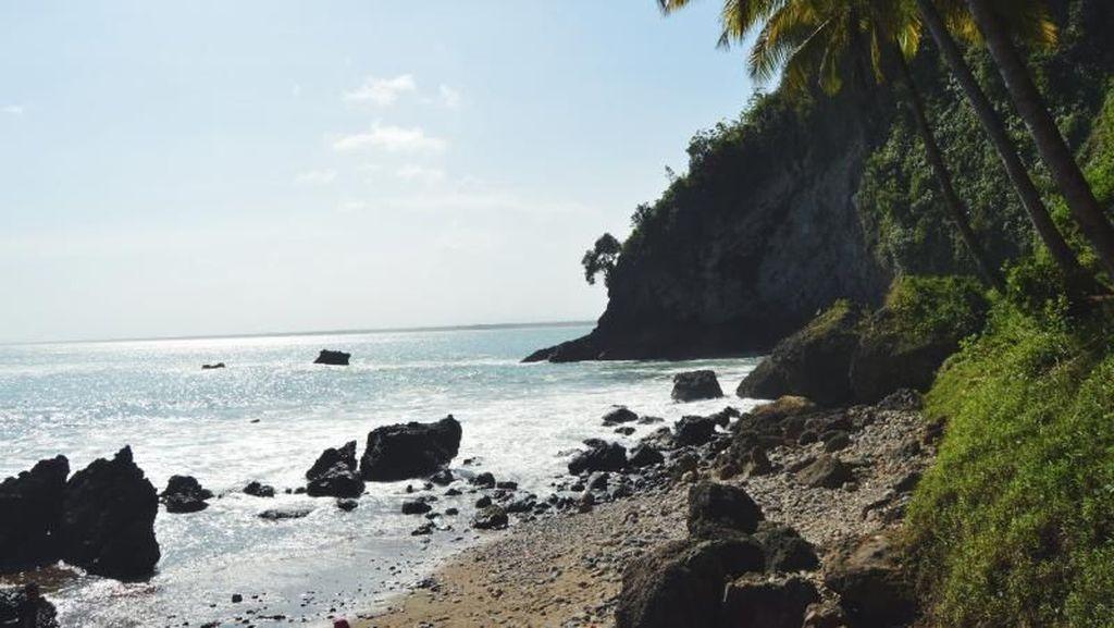 Kebanggaan Orang Kebumen: Pantai Karang Agung