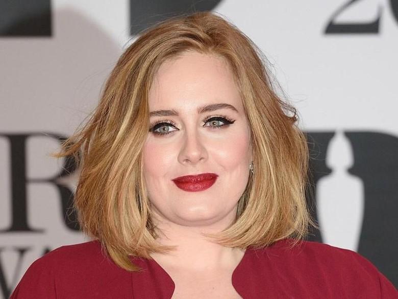 Adele kini dekat dengan penyanyi Skepta. Foto: Dok. Getty Images
