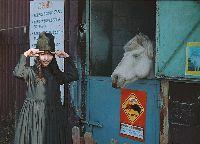 Erika Karata di peternakan 'Mother Farm'.
