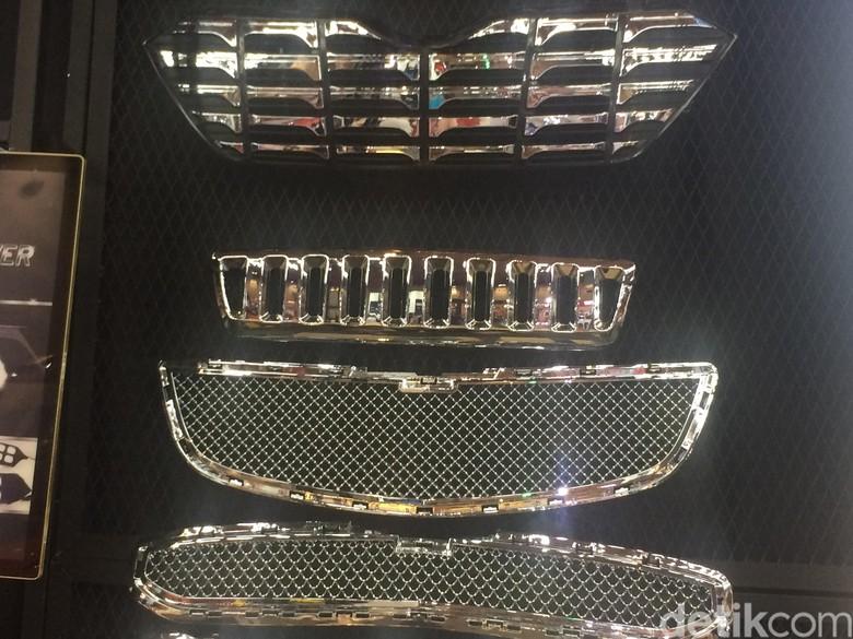 Grille custom untuk membuat tampilan mobil lebih mewah. Foto: Khairul Imam Ghozali